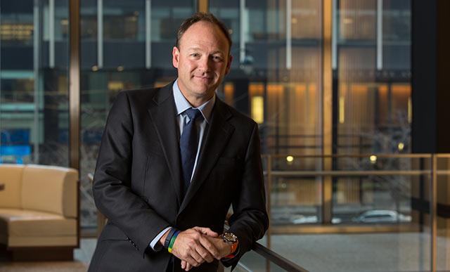J P  Morgan realigns executives to better integrate its