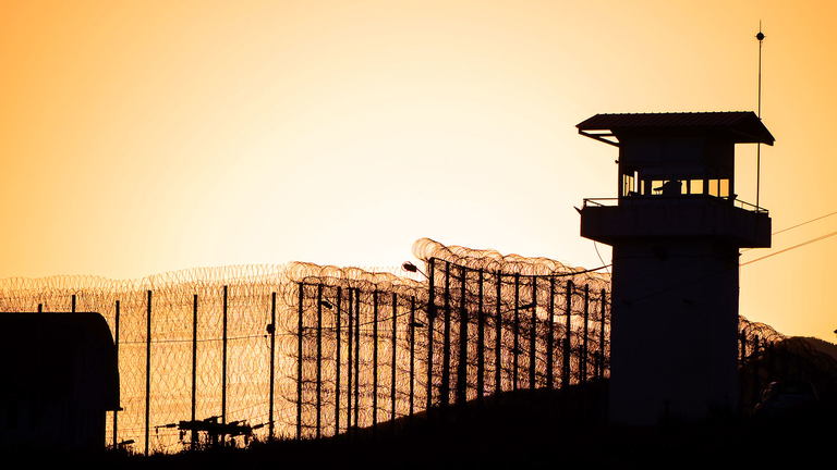 Oregon fund, officials demand better treatment for prison detainees