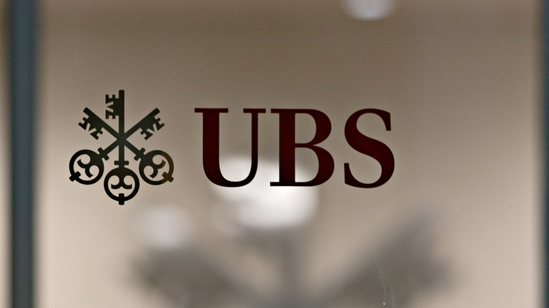 UBS agrees to sell 51% stake in Fondcenter to Clearstream