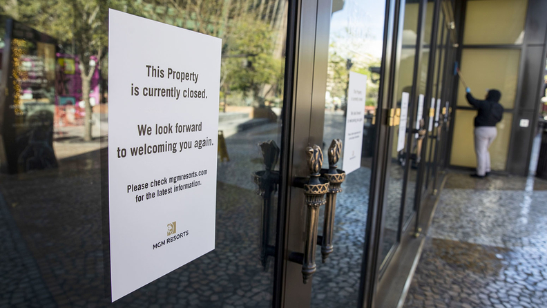 A sign notifies customers that the property is closed outside the MGM Resorts International New York-New York Resort & Casino in Las Vegas Hotel and Casino in Las Vegas, Nevada, U.S., on Tuesday, March 17, 2020.